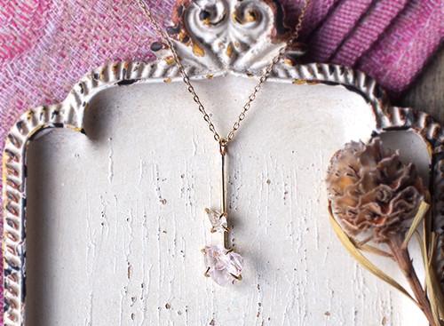 原石のモルガナイトとダイヤモンドクォーツのY字ネックレス