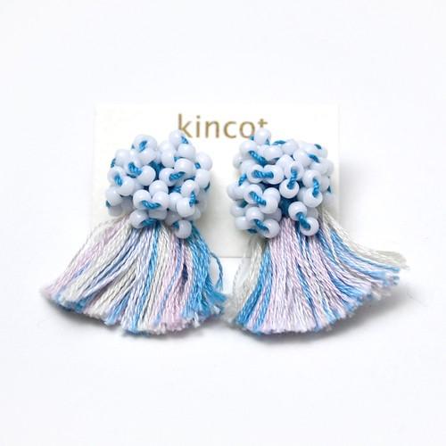 kincot ビーズフリンジピアス(ホワイト×ブルー)