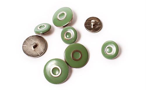 ヴィンテージ・グリーンエナメル&メタルボタン