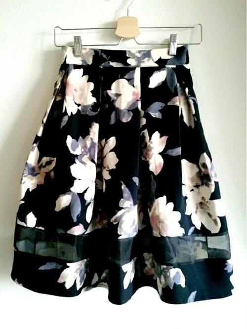 裾シースルーのベージュお花柄大人スカート ブラック