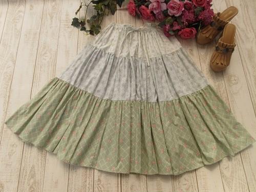 可愛い3色のロングティアードスカート