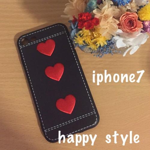 iPhone7ケース 赤いハートが印象的で大人かわいい