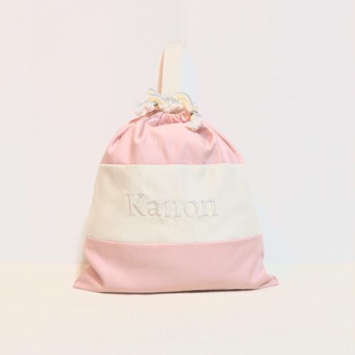 ネーム刺繍入りのパステルピンクのランドリーバック