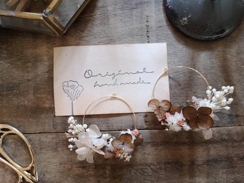ステンレスピアス「苺ショコララテ」アンティークなお花畑のフープピアス/イヤリング