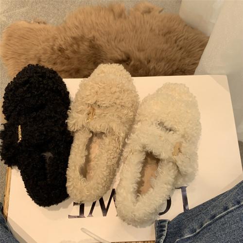ダブルベルトくるくるファーフラットシューズ 秋冬 ふわふわ もこもこ バックル 防寒 ラバーソール ルームシューズ ローヒール ラウンドトゥ 白 ホワイト カーキ 黒 ブラック フェイクラムウール かわいい おしゃれ 快適 楽ちん 履きやすい 歩きやすい 韓国