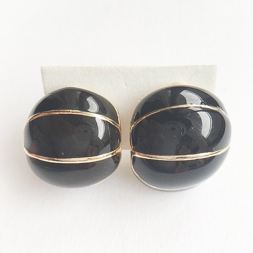 black enamel earring[e-856]