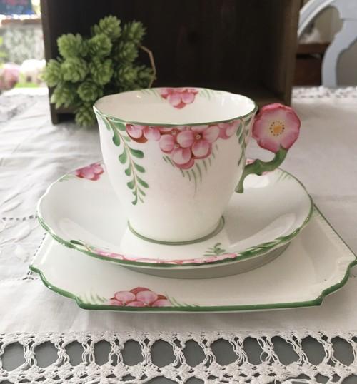 【再入荷 !! 】AYNSLEY エインズレイ フラワーハンドルが可愛いカップ&ソーサー トリオ