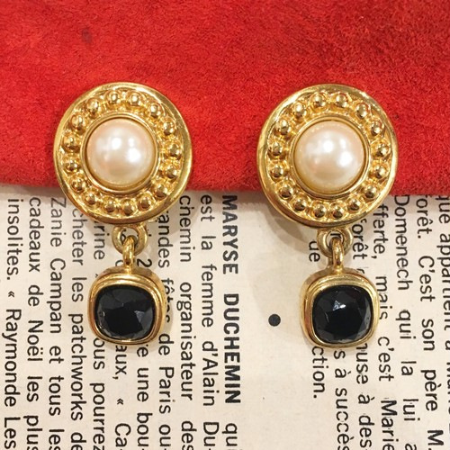 GIVENCHY gold × pearl × black stone earrings