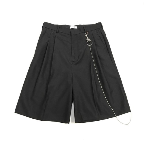 CMMN SWDN DOUBLE PLEAT SHORTS WITH KEY CHAIN