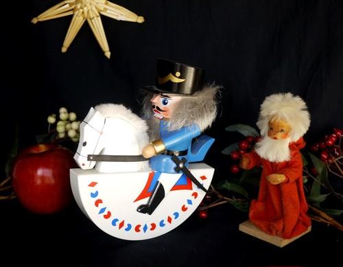 HODREWA くるみ割り人形 白馬騎兵 エルツ民芸品