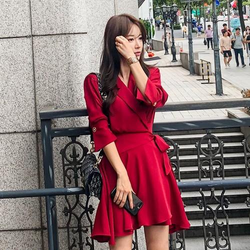 お嬢様風!秋のお出かけコーデ!抜群に可愛い真っ赤なワンピース。デート服にもおすすめ