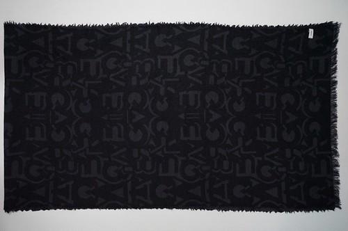 crabat Typography Muffler    C184-MF-104