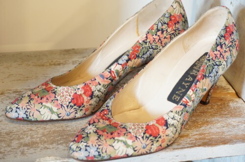 80's RAYNE floral fabric Pumps
