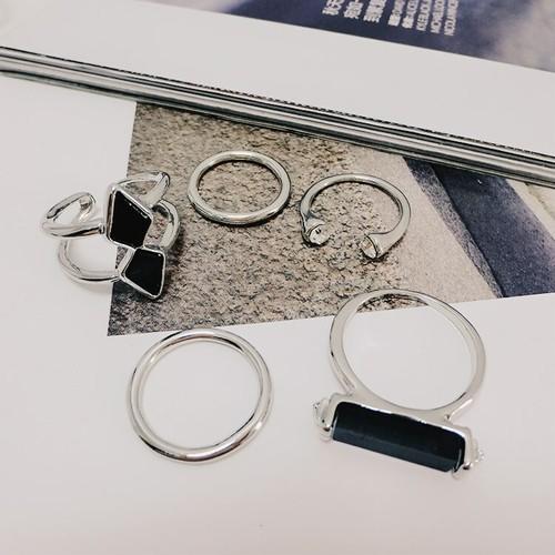 【小物】韓国風ブラック五つセット指輪