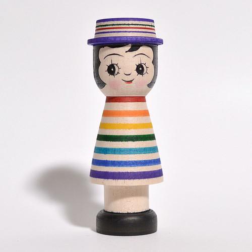 ギョロ目ちゃんこけし(レインボー帽子付パープル) 約3.5寸 約10.5cm 山谷レイ 工人(津軽系)#0272