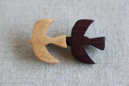 木製鳥ブローチ