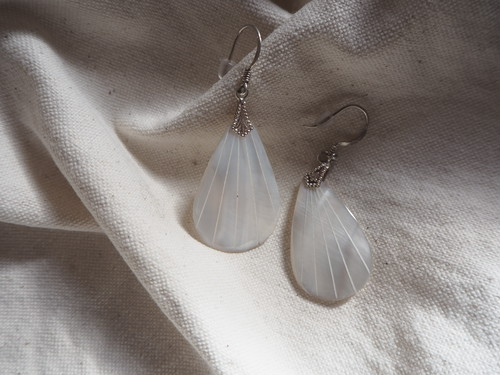 〈vintage silver925〉mother of pearl feather pierce