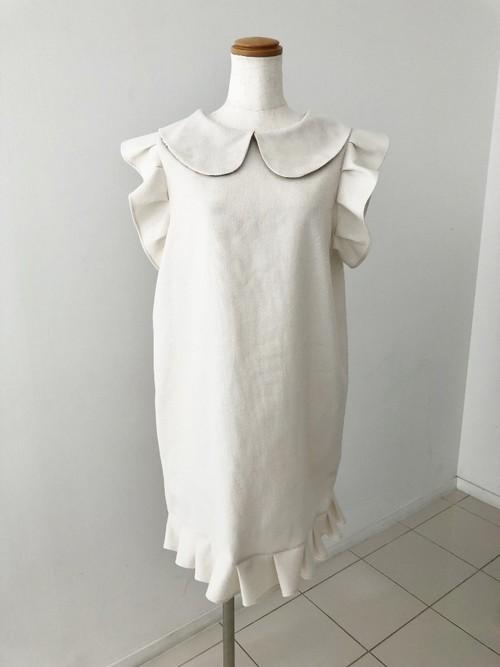 軽くて暖かいワッフル素材と小さめ袖&裾フリルがスタイリッシュさと 可愛さを演出する、細身風の丸襟ミニワンピース 一点もの 袖フリル ホワイト 綿100% パーティ
