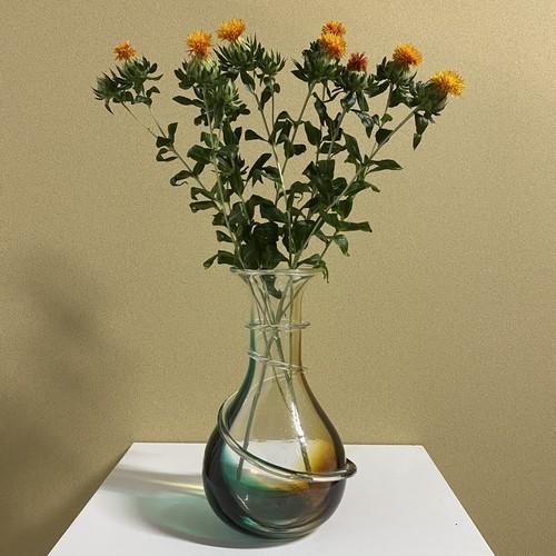 winding flower vase