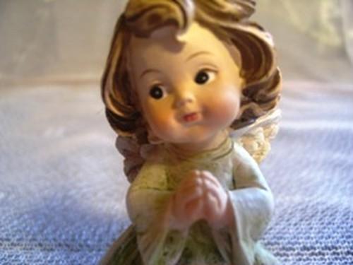 お祈りをする妖精