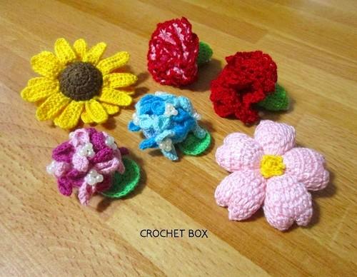季節のお花のブローチ