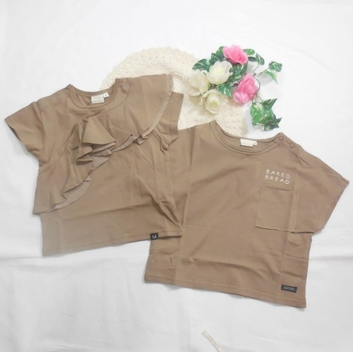 双子ベビー服2枚セット ミックスツイン  双子ベビー服 ミックスツイン 胸斜めフリルカットソーとロゴ胸ポケットワイド幅半袖Tシャツセット(茶)<19ss-mt006r-3>
