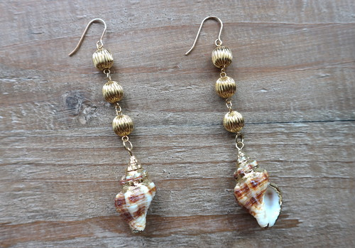 Real shell&three-strand gold beads earrings