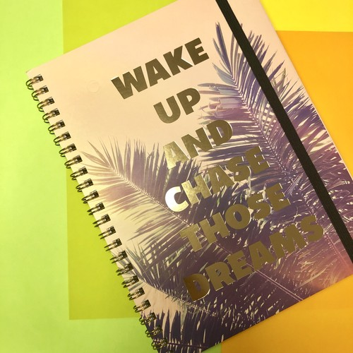 【WAKE UP AND CHASE THOSE DREAMS】リングノート / Typo