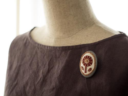 トラッドガールのボタニカル刺繍ブローチ