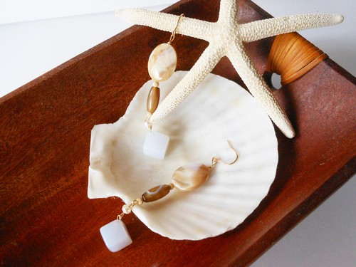 ◇mother of pearl/blue chalcedony ◇「sand bar」ロングピアス