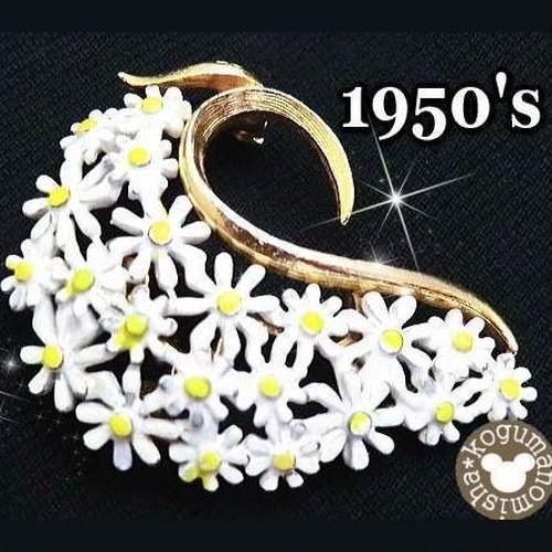 流麗なデザイン★清楚な白い花ヴィンテージエナメルブローチ,1950's,かわいい,マーガレット