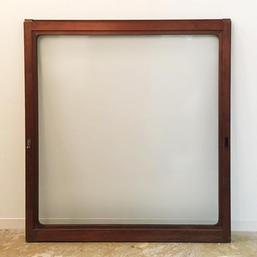 正方形のガラス戸