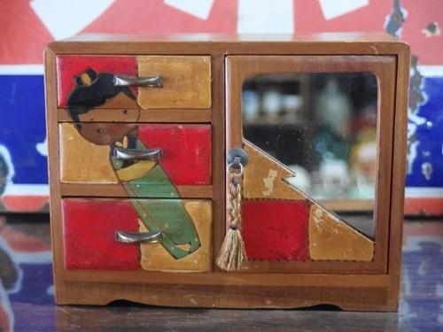 古道具 鏡付の木製小引き出し 和風小物入れ 着物を着た少女 こけし