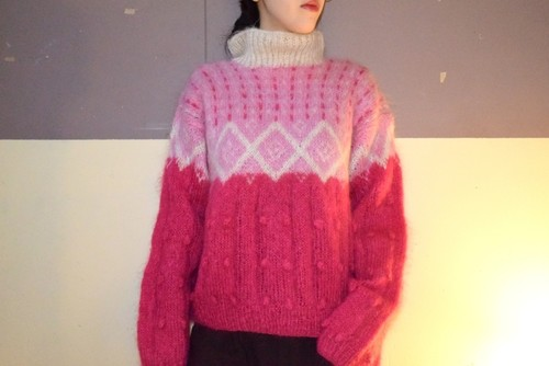 VINTAGE pink/white design mohair knit sweater