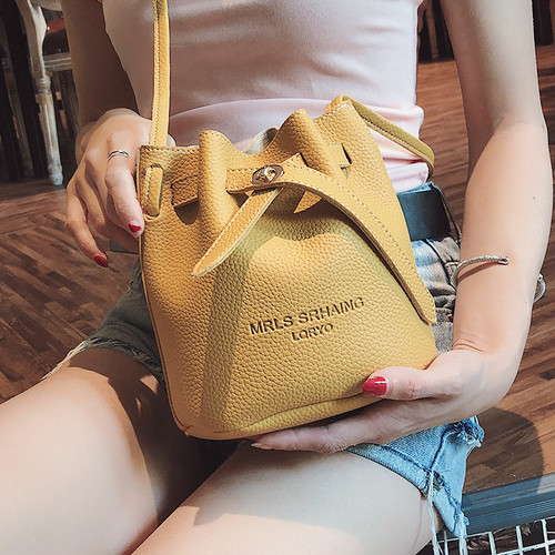 【小物】今年っぽい優しい雰囲気紐締めバッグ 17160184