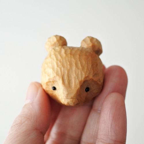 木彫りの熊のブローチ/ナチュラル B