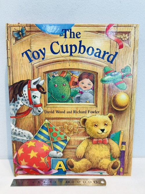 洋書A pop-up book THE TOY CUPBOAD