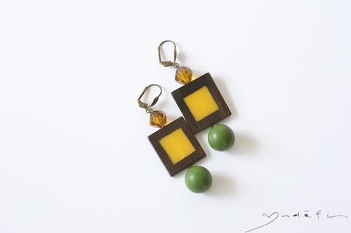 yp016_ヴィンテージ・ピアス  <Yellow/Green>