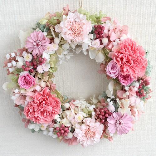 プリザーブドフラワー リース-M 「コーラルピンクのカーネーション&パステルカラーのお花ふわふわロマンティックリース」/ピンク/直径23cm