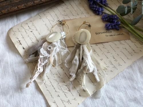 裂き布タッセル耳飾り button  (ピアス) antique lace(パーツ変更可能)
