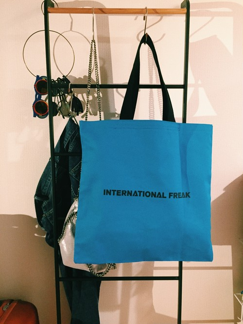 INTERNATIONAL FREAK BAG
