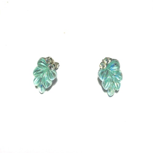 vintage stone leaf pierce