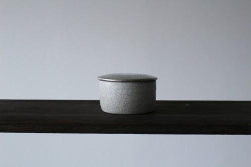 白×銀彩の個性的なふたもの 陶芸作家【谷井直人】白×銀彩 蓋物 ふたもの