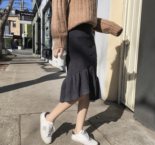 裾フリルニットスカート