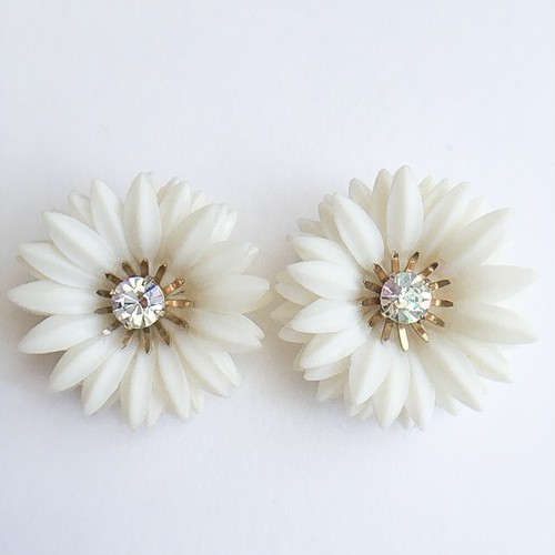 """Coro"" white flower earring[e-965]"