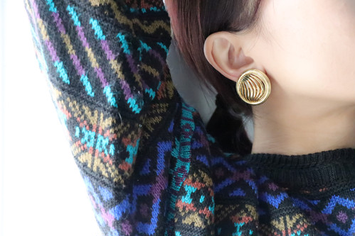 dead gold round earrings