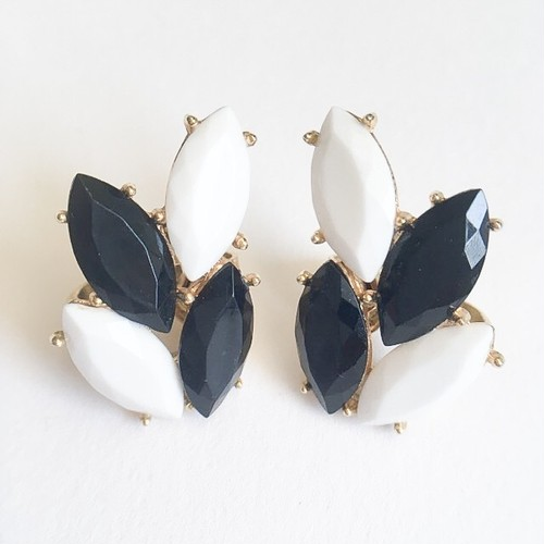 """Trifari"" black & white earring[e-928]"