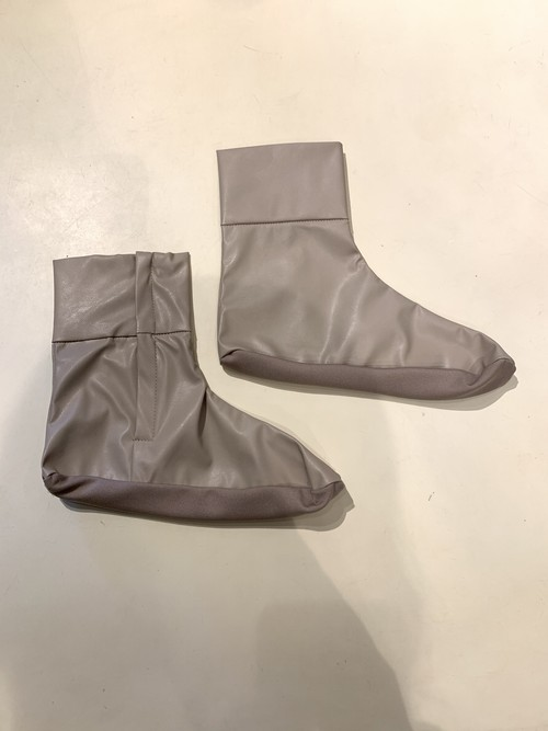 GVGV FAKE LEATHER SOCKS (BEIGE)