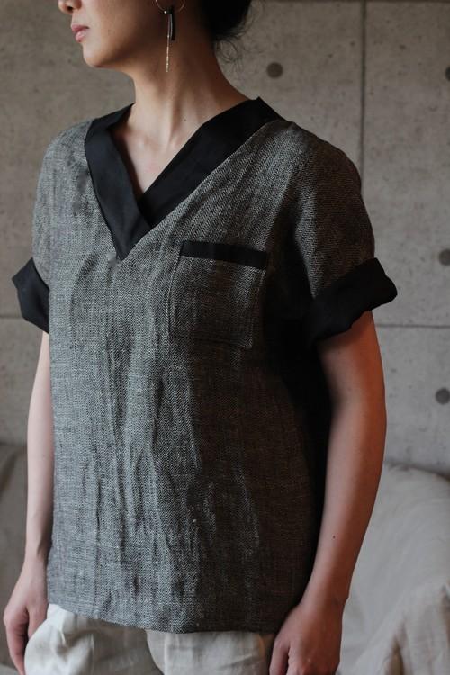 Linen top  (Black) ヘリンボーンリネン-Vネックトップス