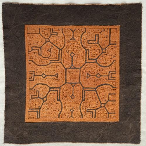 泥染め 40x39 cm-35 中型 シピボ族の泥染め AA